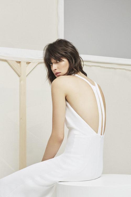 Vestido blanco con espalda en cruz  para la nueva colección Pre Fall 2016 de Uterqüe