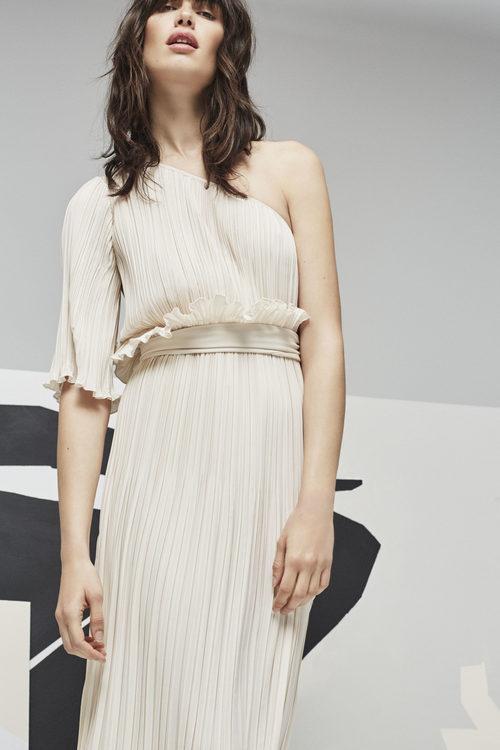 vestido en tono nude  para la nueva colección Pre Fall 2016 de Uterqüe