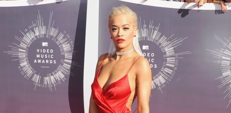 Rita Ora con un vestido de Donna Karan los MTV Video Music Awards 2014