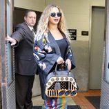 Beyoncé con un total look con kimono de logotipo
