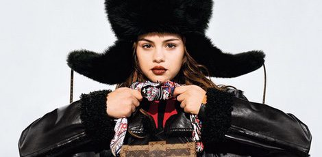 Selena Gomez posando para la línea 'Series 5' de Louis Vuitton
