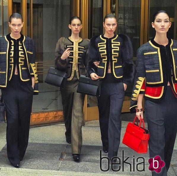 Bella Hadid desfilando para Givenchy en la campaña otoño/invierno 2016/2017