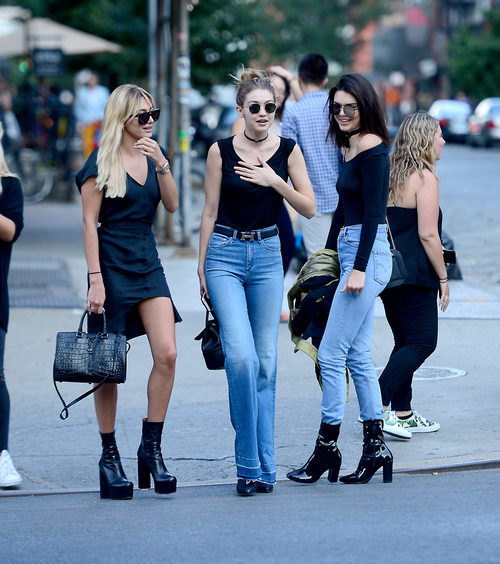 Kendall Jenner, Hailey Baldwin y Gigi Hadid con un total look casual