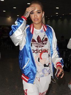 Rita Ora con un look sportwear