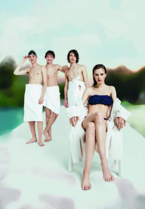 Bikini oscuro para la nueva campaña 'Swim color' para este verano 2016 de Oysho