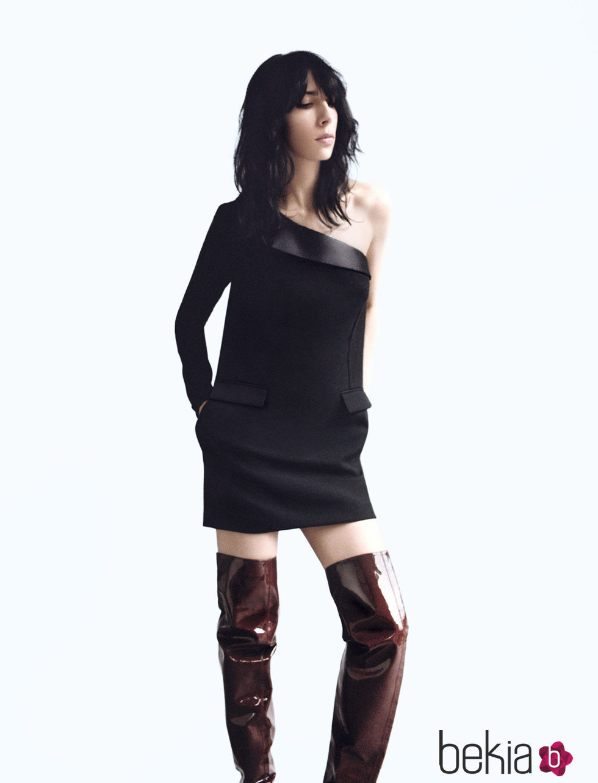 Vestido de corte estrecho en negro toques oscuros de la nueva colección de Wanda Nylon para La Redoute 2016