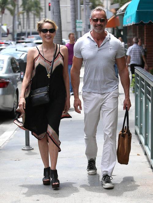 Sharon Stone con un vestido boho