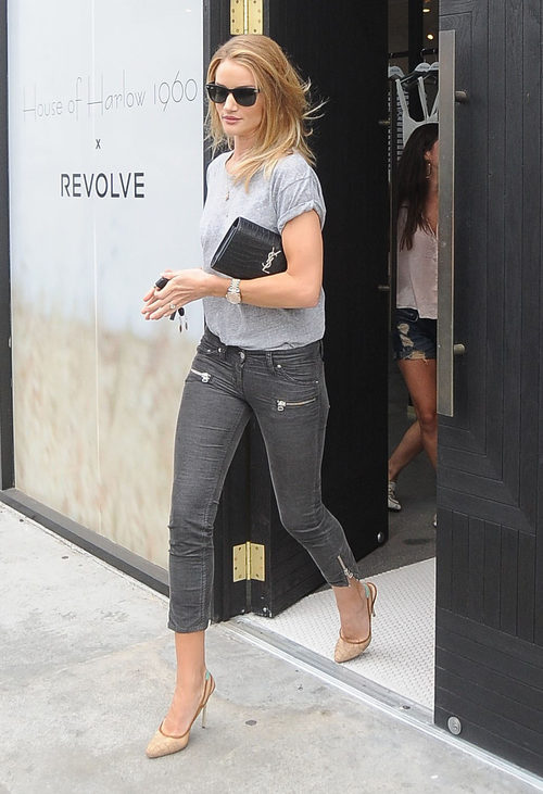 Rosie Huntington Whiteley con un total look desaliñado