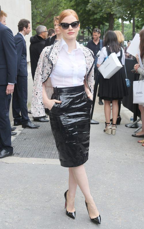 Jessica Chastain con un total look classic de Chanel
