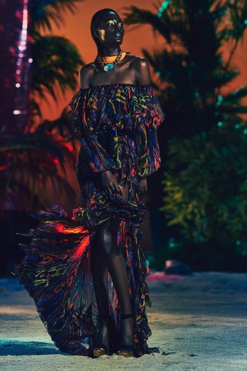 Vestido print en colores fluor y escote de barco para la nueva colección SS17 de Balmain