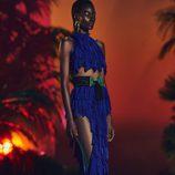 Conjunto en tono azul eléctrico de crop top y falda de volantes para la nueva colección SS17 de Balmain