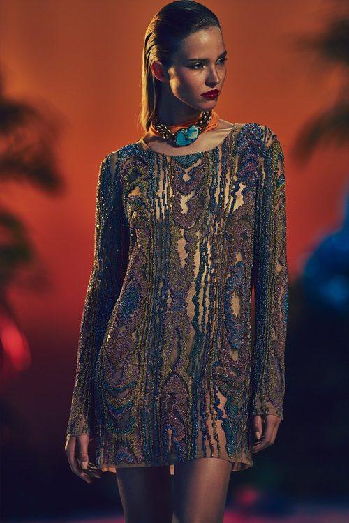 vestido corto con estampado en pedrería en tono nude para la nueva colección SS17 de Balmain