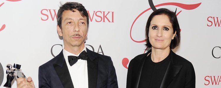Pierpaolo Piccioli y Maria Grazia Chiuri en los CFDA 2015