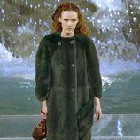 Abrigo verde de la colección 'Legends & Fairy Tales' de Fendi en Roma