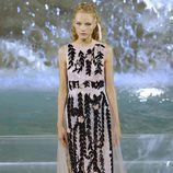 Vestido blanco con 'ramas' negras de la colección 'Legends & Fairy Tales' de Fendi en Roma