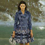 Kendall Jenner con abrigo vaquero de la colección 'Legends & Fairy Tales' de Fendi en Roma