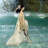 Kendall Jenner desfilando con la colección 'Legends & Fairy Tales' de Fendi en Roma
