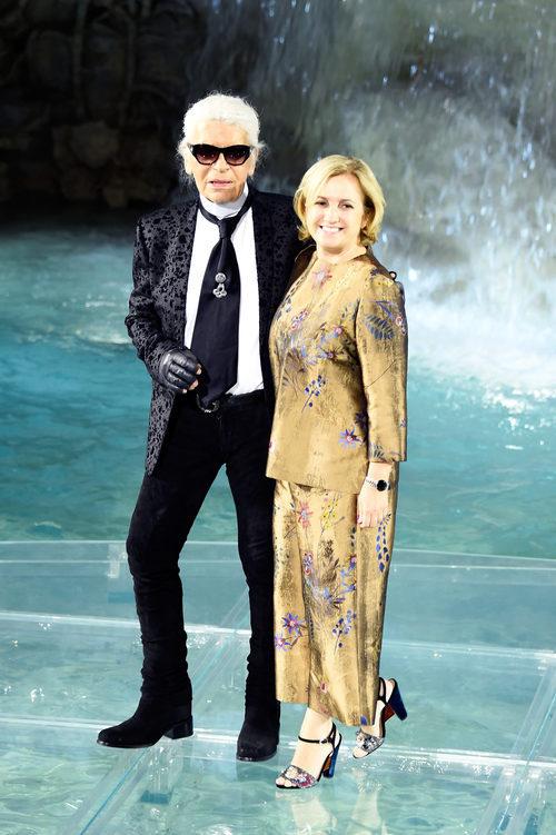 Karl Lagerfeld y Silvia Venturini Fendi en el desfile de la colección 'Legends & Fairy Tales' de Fendi en Roma