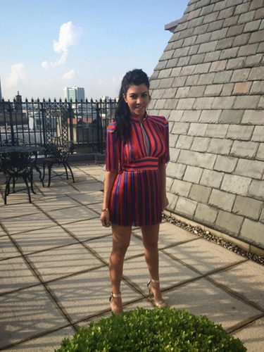 Kourtney Kardashian con un vestido de Elisabetta Franchi