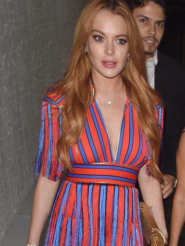 Lindsay Lohan con un vestido de estilo circense