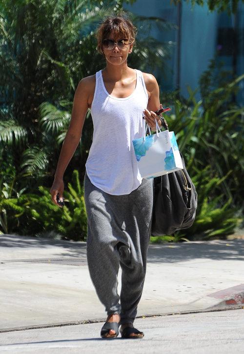 Halle Berry con un look sport