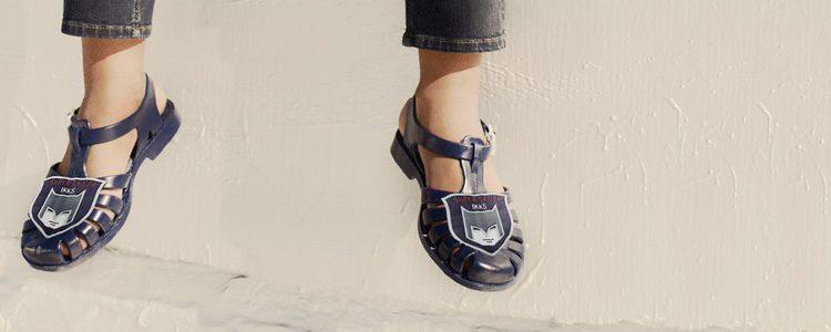 Sandalia en azul para moda infantil de la nueva colección de Meduse x IKKS