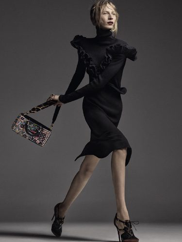 Julia Nobis se transforma en la imagen de la nueva colección de otoño/invierno de Dior