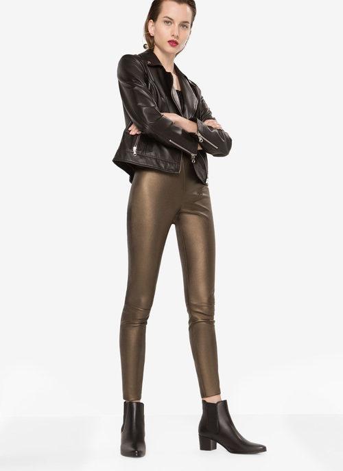 Conjunto tonos bronce con cazadora y jeans de la nueva colección otoño/invierno 2016 de Uterqüe