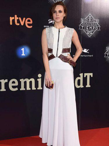 Aura Garrido con un vestido con detalles en 'cut out' y cinturón de cuero