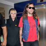 Kesha con un look sport de sudadera con capucha