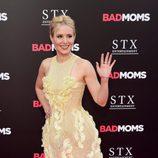 Kristen Bell con un vestido amarillo con bordados