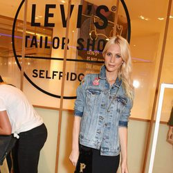Poppy Delevingne con un total look casual denim