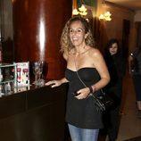 Rocío Carrasco con un look de jeans y camisa de palabra de honor