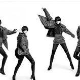 Mariacarla Boscono posando de forma muy divertida para la nueva precampaña otoño/invierno 2016 de Chanel