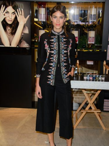 Alexa Chung con un culotte en estilo oriental