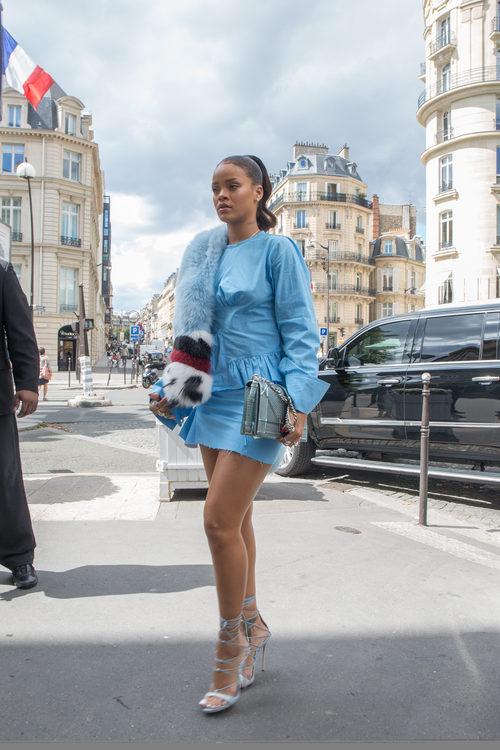 Rihanna de compras por París