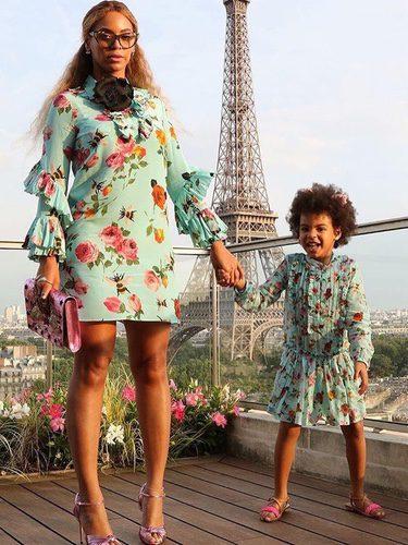 Beyoncé y su hija Blue Ivy con un vestido de Gucci
