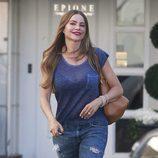 Sofía Vergara saliendo de un salón de belleza en California