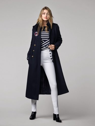 Gigi Hadid con un look navy para Tommy Hilfiger otoño/invierno 2016/2017