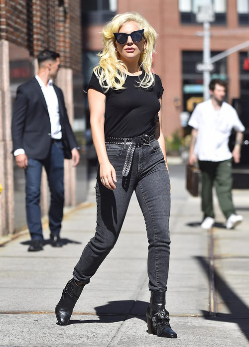 Lady gaga paseando por Nueva York