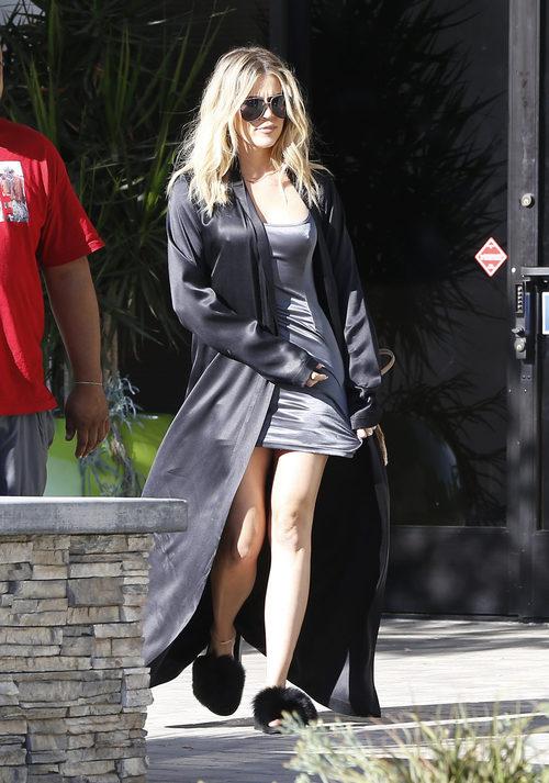 Khloe Kardashian paseando por California