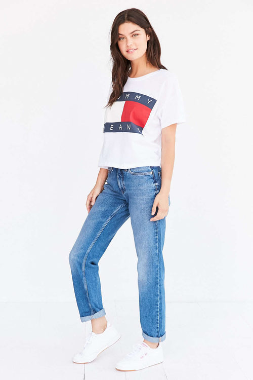 Camiseta blanca de Tommy Jeans para Urban Outfitters
