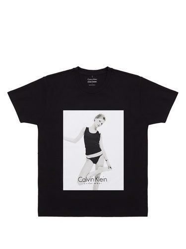 Camiseta negra de Kate Moss y Calvin Klein