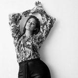 Ashley Graham posando para la nueva colección de H&M