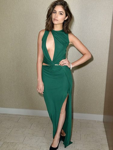 Olivia Culpo con un vestido verde para la revista La Palme