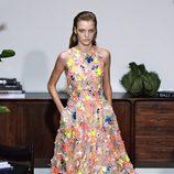 Vestido de flores de Jason Wu primavera/verano 2017 en la Semana de la Moda de Nueva York