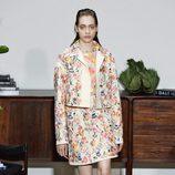 Chaqueta y falda de Jason Wu primavera/verano 2017 en la Semana de la Moda de Nueva York