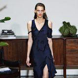 Vestido azul de Jason Wu primavera/verano 2017 en la Semana de la Moda de Nueva York