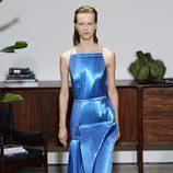 Vestido brilante de Jason Wu primavera/verano 2017 en la Semana de la Moda de Nueva York