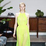 Vestido amarillo de Jason Wu primavera/verano 2017 en la Semana de la Moda de Nueva York